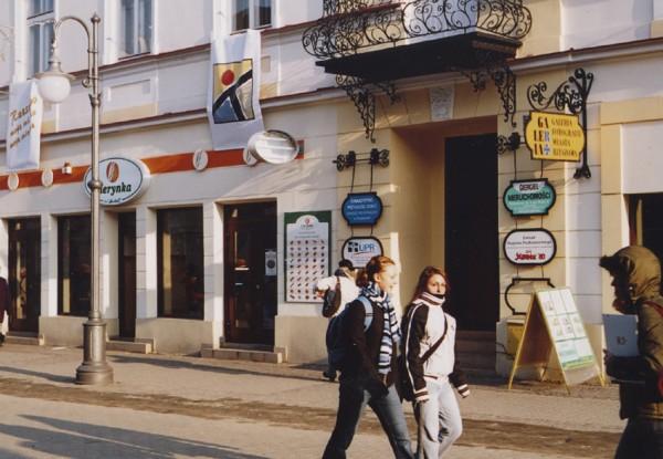 Wejście do galerii przy ul. 3 Maja 9 grudzień 2005.