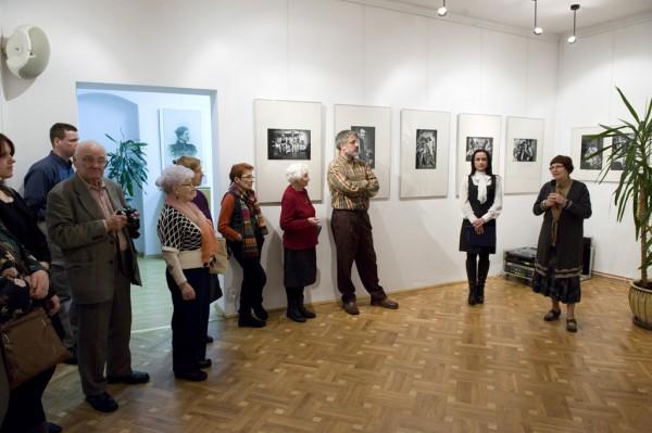 Od prawej: Irena Gałuszka - dyrektor Galerii Fotografii Miasta Rzeszowa, Katarzyna Olesiak - dyrektor Wydziału Kultury Sportu i Turystyki UM Rzeszowa.