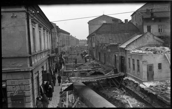 Budowa kanalizacji na ul Kopernika 1936 _Foto autorstwa Rodziny E. Janusza_Ze zbiorów Galerii Fotografii Miasta Rzeszowa