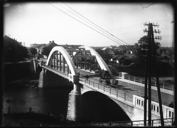 Most na Wisłoku oddany do użytku w 1928 r_Foto autorstwa Rodziny E. Janusza_Ze zbiorów Galerii Fotografii Miasta Rzeszowa