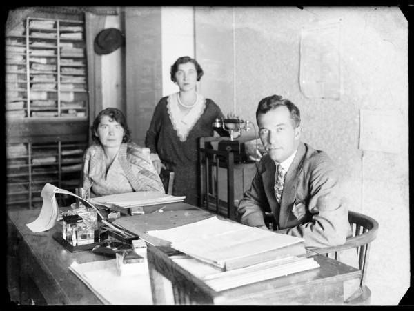 W biurze, 1930_Fotografia autorstwa Rodziny E. Janusza_Ze zbiorów Galerii Fotografii Miasta Rzeszowa